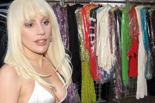 Lady Gaga là fan cuồng của thời trang, cô từng thay tới 4 trang phục trong 1 ngày.