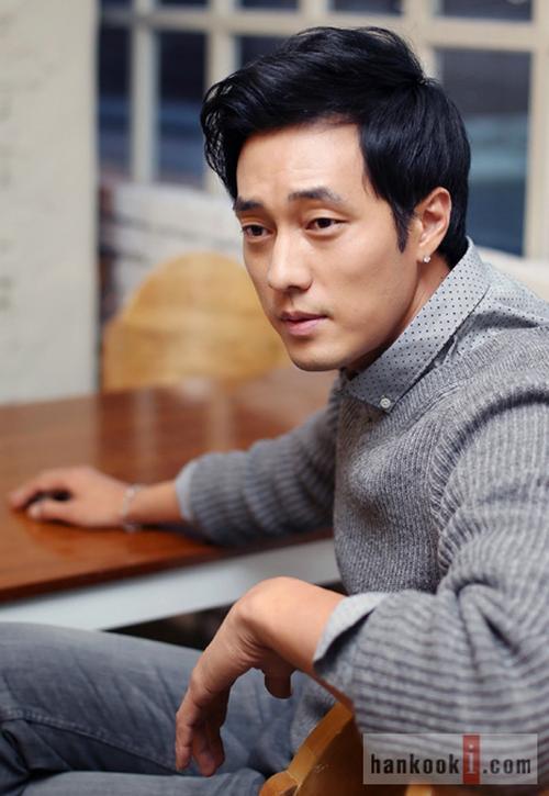 Năm qua, tài tử Song Seung Hun công khai chuyện tình với người đẹp Hoa ngữ Lưu Diệc Phi gây xôn xao showbiz Hàn. Trong khi người bạn thân đã tính đến chuyện trăm năm thì So Ji Sub vẫn duy trì tình trạng độc thân.