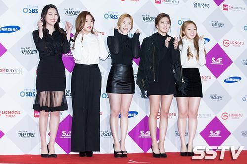 """Red Velvet - """"em gái SNSD""""."""