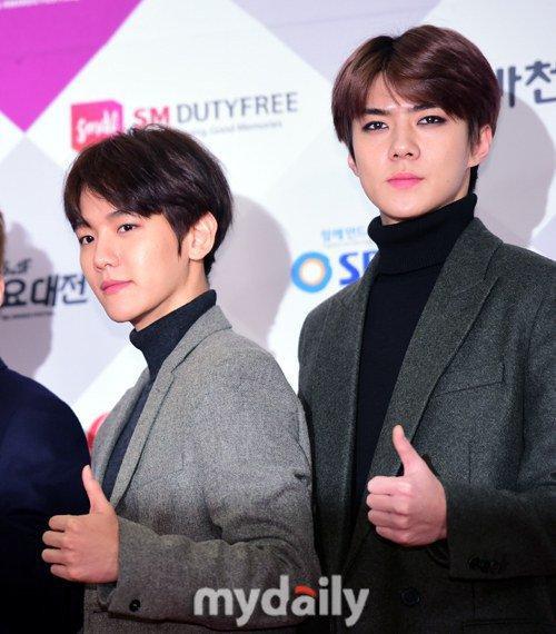 Baekyun trở lại với màu tóc đen trong khi Sehun được chú ý vì đánh mắt khá đậm.