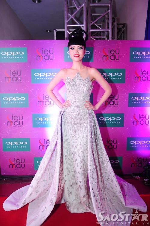 Siêu mẫu Jessica Minh Anh trong vai trò giám khảo.