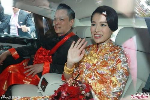 Chú rể đón dâu bằng siêu xe Rolls-Royce