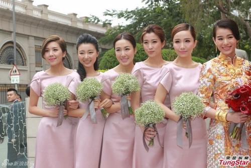 Cặp đôi bên dàn phù dâu nổi tiếng với những diễn viên như Huỳnh Trí Văn, Mã Trại, Lý Thi Vân, Hà Bội Úy, Diêu Tử Linh.
