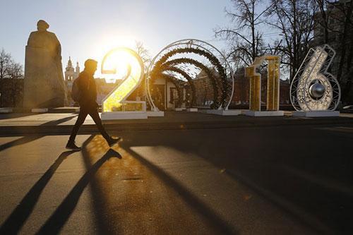Trung tâm thủ đô Moscow, Nga, được trang trí với con số 2016 khổng lồ.