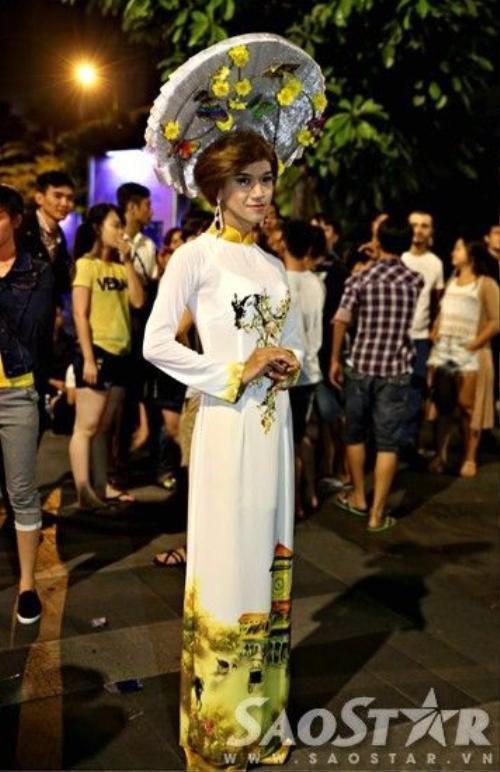 Người dân Sài Gòn nháo nhào trên phố đi bộ vì nhầm địa điểm bắn pháo ho