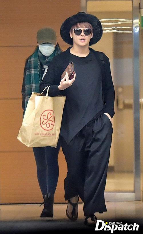 Trang này dẫn lời bạn bè của Junsu tiết lộ, thành viên JYJ và hot girl nhóm EXID cặp kè từ 6 tháng nay. Nam ca sĩ 29 tuổi bị hấp dẫn bởi tính cách của bạn gái kém 6 tuổi. Sau đó không lâu, công ty quản lý của Junsu xác nhận thông tin hẹn hò và hy vọng công chúng sẽ ủng hộ cặp đôi.