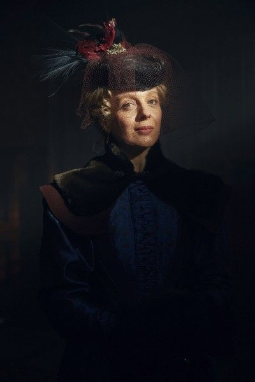 Mary Morstan - phu nhân Watson, nhân vật mang lại nhiều bất ngờ cho tập phim