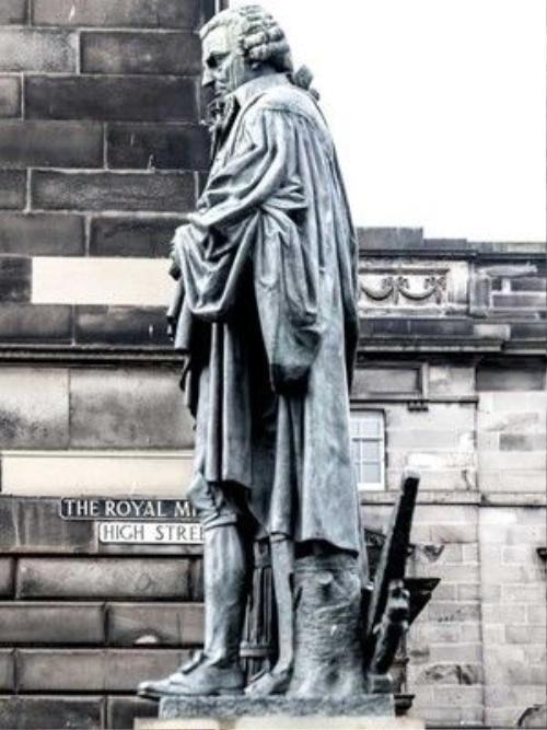 Một nhân vật lịch sử người Scotland.