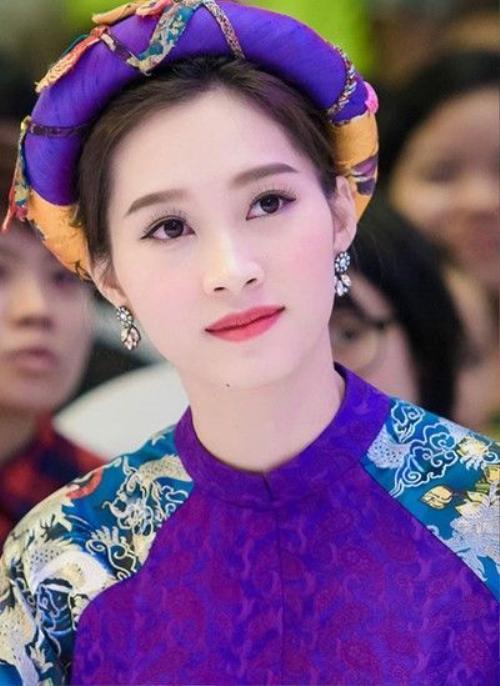 Hoa hậu Đặng Thu Thảo nhận được sự yêu thích của khán giả nhờ phong cách nữ tính và thanh lịch. Cô luôn duy trì phong độ ở mọi sự kiện.