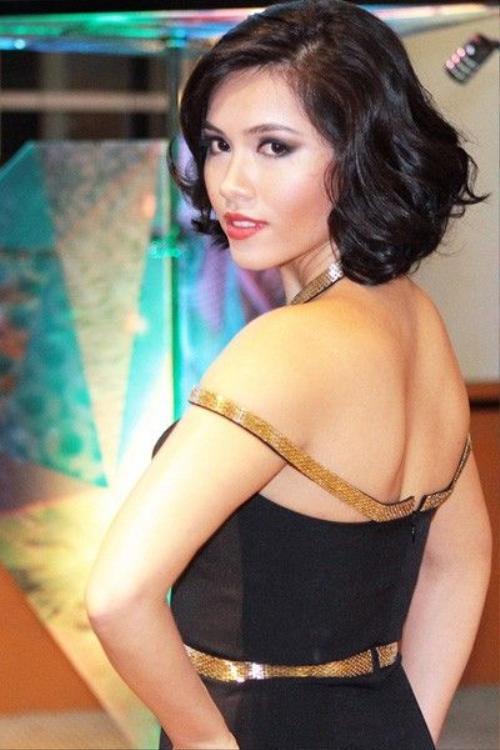 Á hậu Hoàng My có phong cách sexy nên cách trang điểm của cô vừa có nét tự nhiên, vừa hoang dã, cuốn hút.