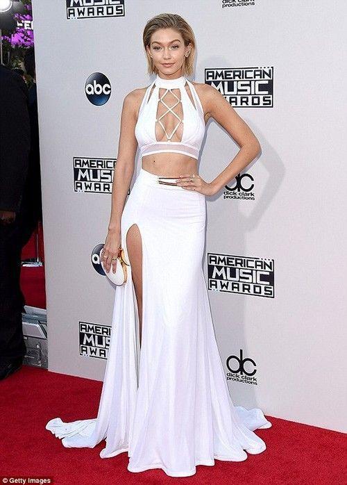Gigi Hadid mặc thiết kế của Bao Tranchi tại lễ trao giải AMA mới đây.