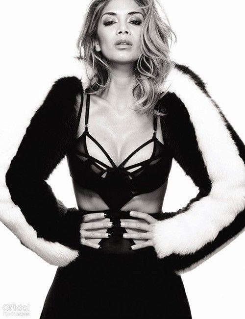 ... và Nicole Scherzinger (cựu thành viên nhóm Pussycat Dolls)