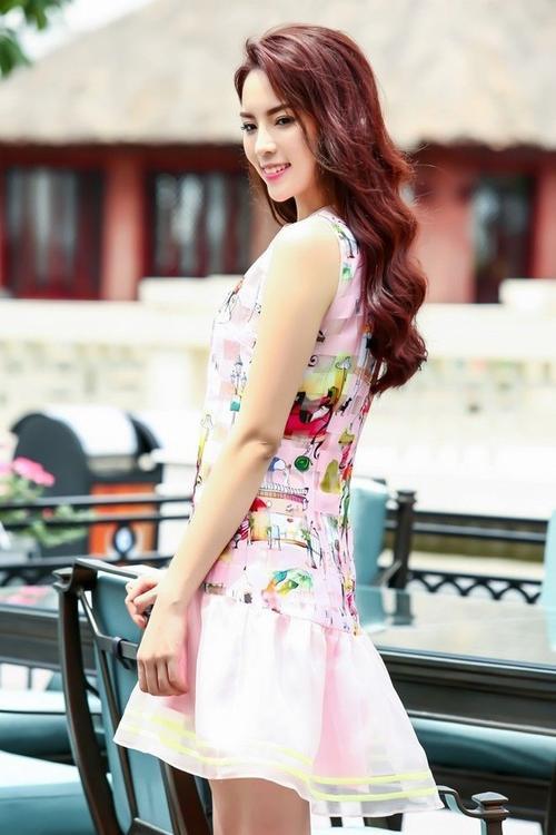 Hoa hậu 20 tuổi cho biết cô vẫn chưa sẵn sàng với tình yêu dù đã có những rung động. Ảnh: Như Hoàn