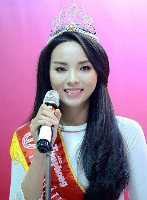 Hoa hậu Kỳ Duyên khi mới đăng quang Hoa hậu Việt Nam 2014.