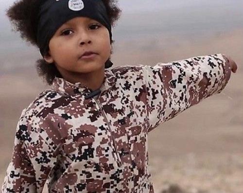 Hình ảnh cậu bé Isa trong đoạn video tuyên truyền mời của IS khiến thế giới chấn động.