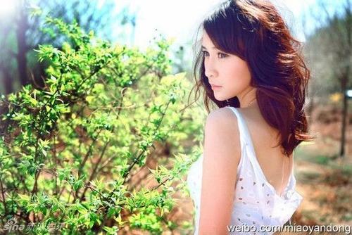Nguồn tin Sina cho biết, vì Lâm Hiểu, Hồ Ca dứt áo ra đi với tình cũ - Giang Sơ Ảnh sau 9 tháng hẹn hò.
