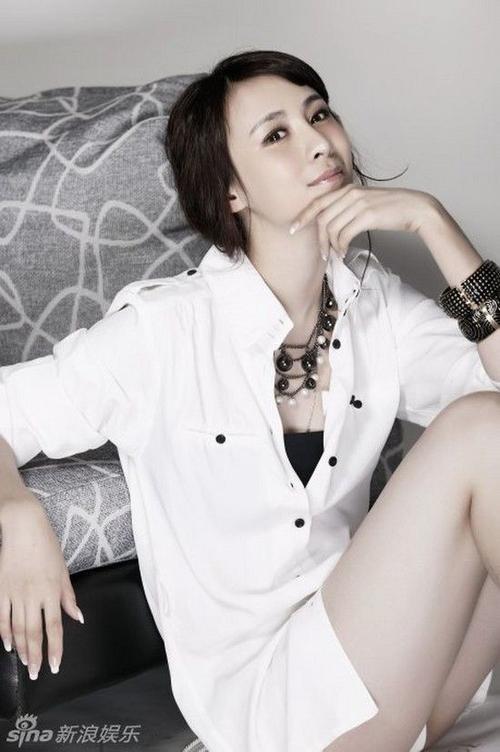 Thời đi học, Lâm Hiểu được đánh giá là Hoa khôi. Cô sở hữu vẻ đẹp ngọt ngào.