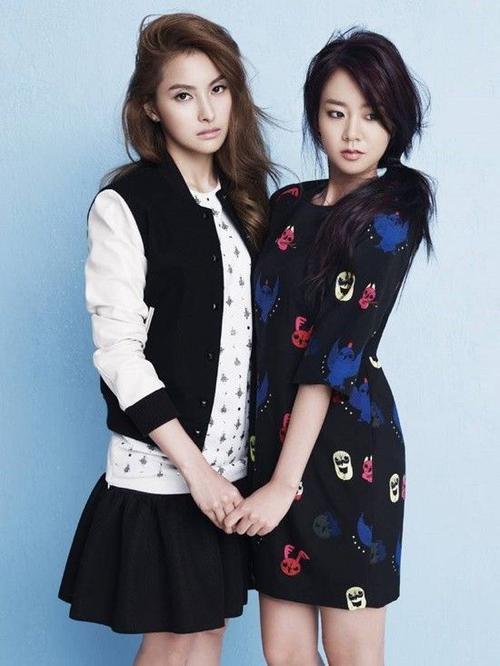 Trưởng nhóm Gyuri và thành viên Seungyeon.