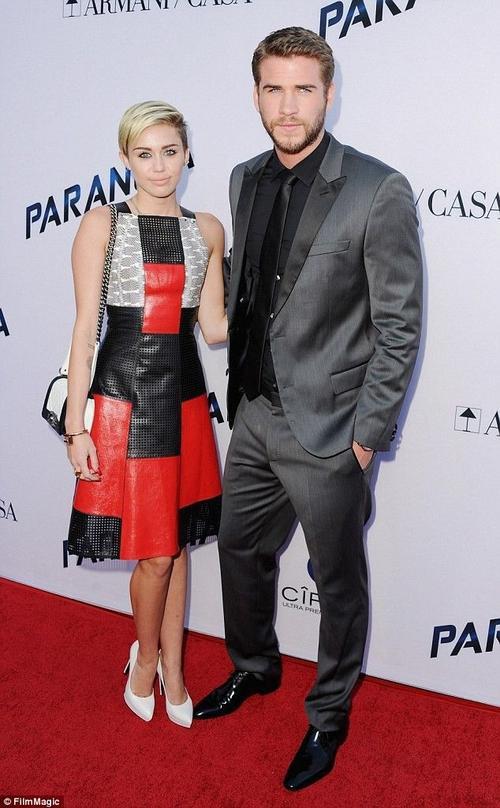 Miley Cyrus và bạn trai Liam thời công khai hẹn hò.