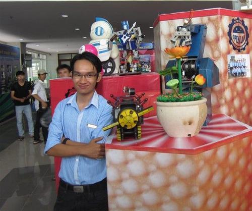 """Tuyến và phát minh """"bản sao"""" của Doraemon độc đáo."""