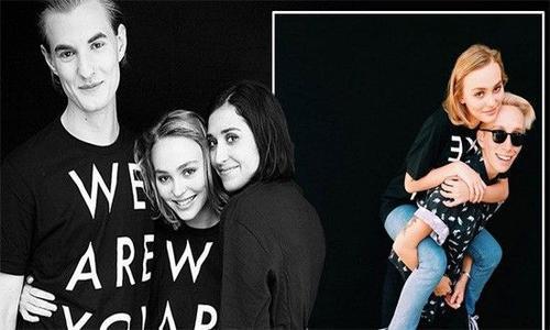 Johnny Depp có vẻ rất ủng hộ cô con gái sống thật với giới tính của mình khi Lily công khai cô là người song tính.