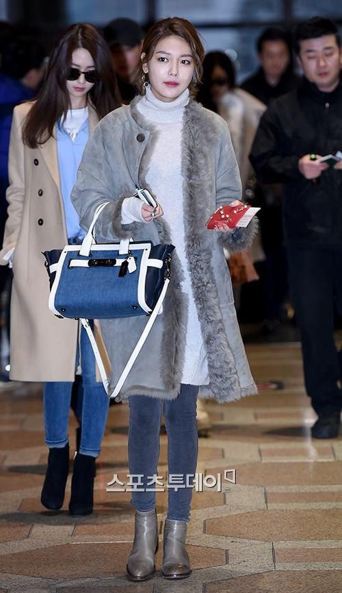 """Soo Young ấm áp với áo len kèm khoác ngoài dáng dài giúp thân hình bớt """"cò hương""""."""