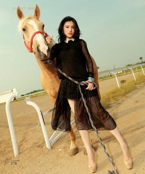 Vẻ ngoài xinh đẹp của nữ diễn viên Cát Thiên.
