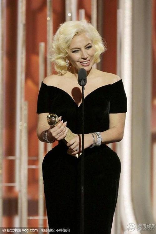 """Nữ ca sĩ xúc động chia sẻ trong nước mắt: """"Đây là một trong những khoảnh khắc tuyệt vời nhất cuộc đời tôi."""""""
