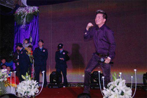 Mr. Đàm cho rằng con số 15.000 USD hát đám cưới là chuyện bình thường và không quá cao