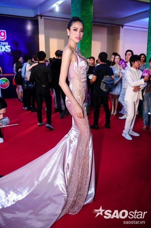 Hoa hậu Phạm Hương nhận được nhiều sự quan tâm khi xuất hiện trong buổi lễ trao giải.