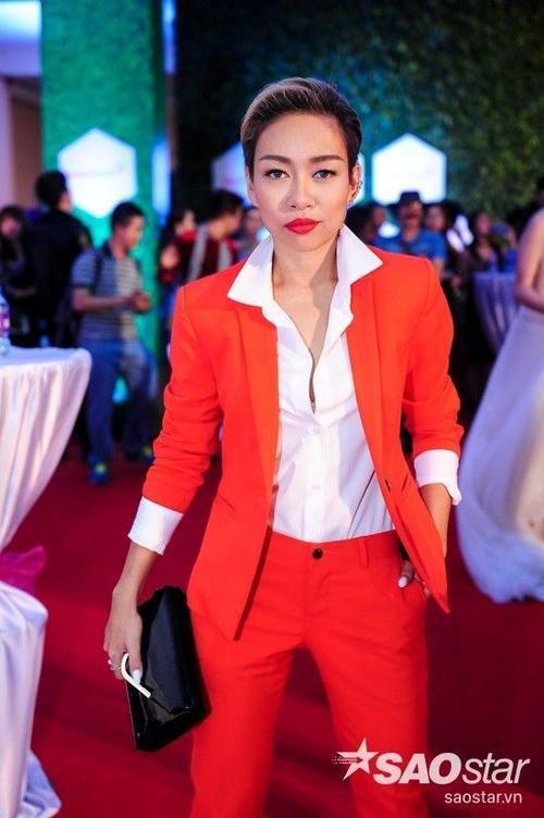 """Thảo Trang gây ấn tượng với gu thời trang """"chuẩn men""""."""