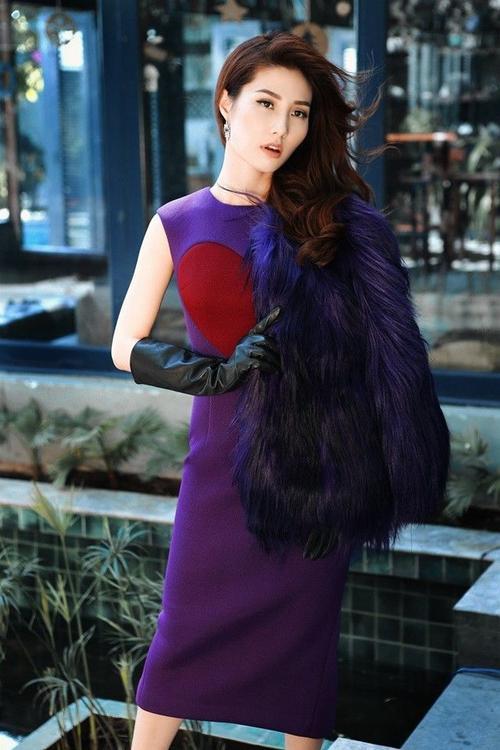 Trong những thiết kế của Đỗ Mạnh Cường, Diễm Mỹ 9x hoàn toàn thỏa mãn khi mong muốn trở thành quý cô kiêu kỳ.