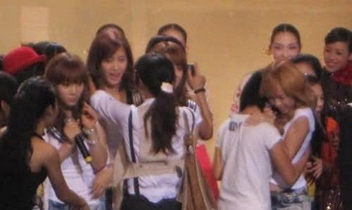 Jessica đã vô cùng ngạc nhiên khi bị ôm
