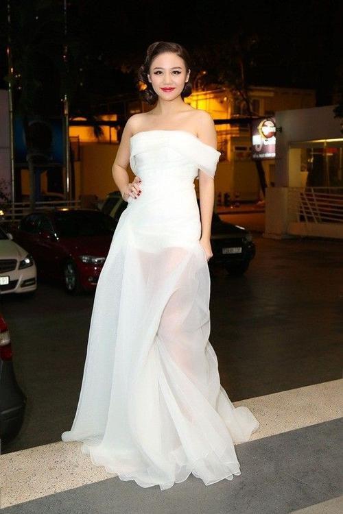 Phong cách thời trang ngày càng gợi cảm của nàng MonaLisa