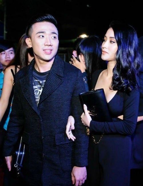 Tối 10/9/2015, tại buổi ra mắt phim Trùm cỏ ở TP HCM, Mai Hồ chủ động nắm tay người yêu cũ và trò chuyện thân mật cùng anh rất lâu.