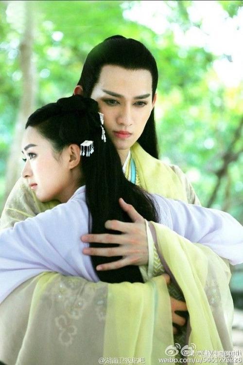 Sát Thiên Mạch trong Hoa Thiên Cốt nổi bật hơn cả nam chính do Hoắc Kiến Hoa đóng.