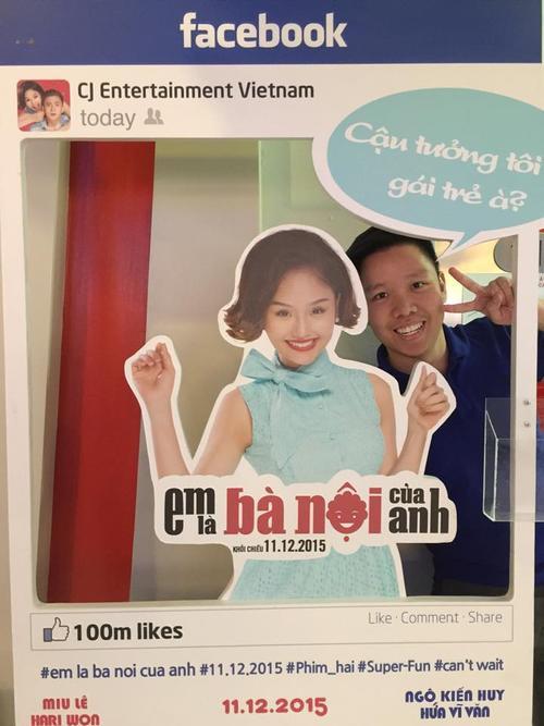 Phước Hải tới ủng hộ phim của Miu Lê. Nữ diễn viên chia sẻ tâm trạng vui vẻ của mình: Bạn này hâm mộ mình dữ lắm hay sao mà mặt hớn hở quá nè hehe