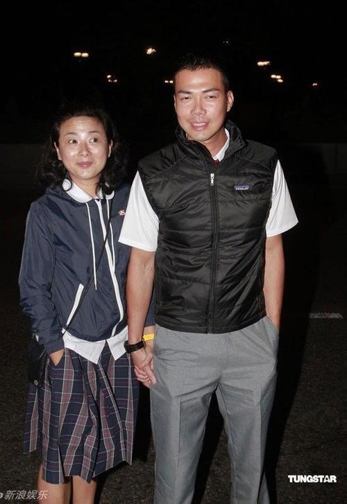 Tạ Thiên Hoa và vợ.