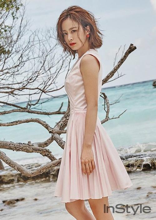 Kim Tae Hee trên tạp chí Instyle Hàn Quốc số tháng 2/2016.
