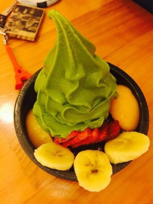 Món kem matcha cùng với trái cây tại quán. Ảnh: Thảo Nghi