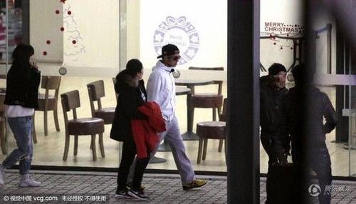 Tạ Đình Phong gần đây vướng tin đồn bí mạt cưới Vương Phi.