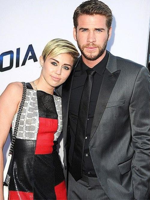 """Chia tay: Mặc dù phủ nhận tin đồn trước đó nhưng tháng 9/2013, Miley và Liam xác nhận """"đường ai nấy đi"""". Miley đưa cuộc chia tay này vào ca khúc Drive nằm trong album Bangerz."""