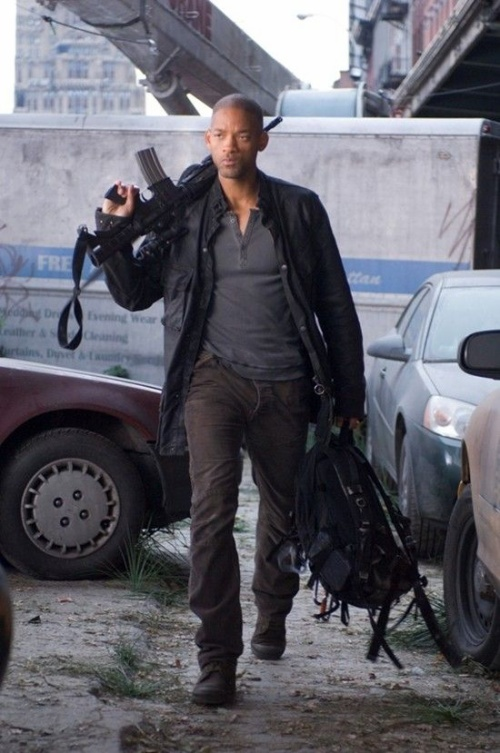 "WILL SMITH stars as Robert Neville in Warner Bros. Pictures' and Village Roadshow Pictures' sci-fi action adventure ""I Am Legend,"" distributed by Warner Bros. Pictures.  PHOTOGRAPHS TO BE USED SOLELY FOR ADVERTISING, PROMOTION, PUBLICITY OR REVIEWS OF THIS SPECIFIC MOTION PICTURE AND TO REMAIN THE PROPERTY OF THE STUDIO. NOT FOR SALE OR REDISTRIBUTION"