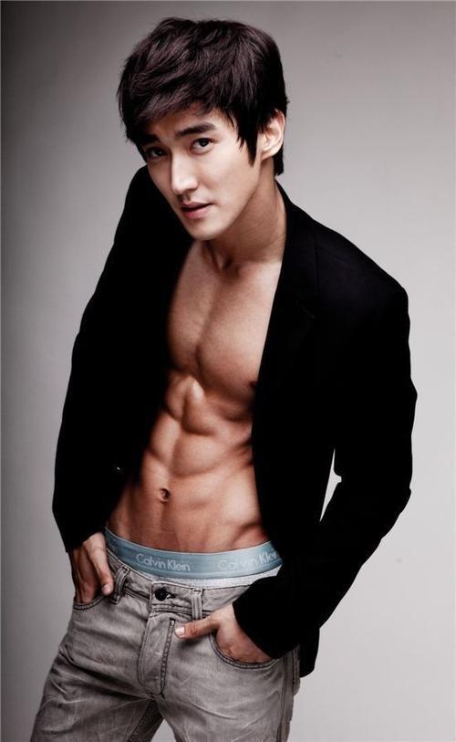 Choi Siwon (3) (550 x 894)