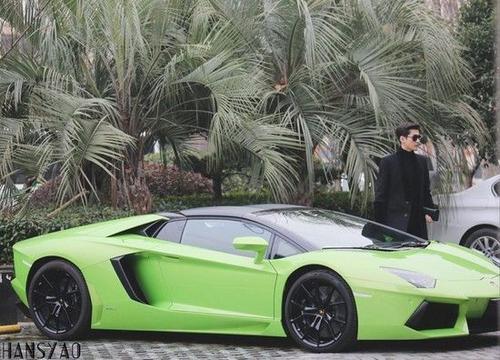 Trương Hàn đi siêu xe bạc triệu NDT. Tuy nhiên chiếc xe bị soi không có biển số.