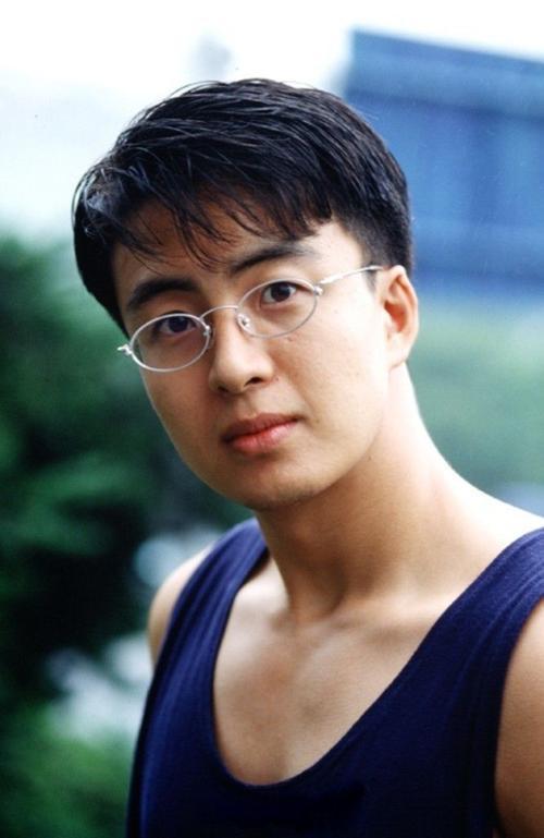 Bae Yong Joon khá bụ bẫm khi còn trẻ.
