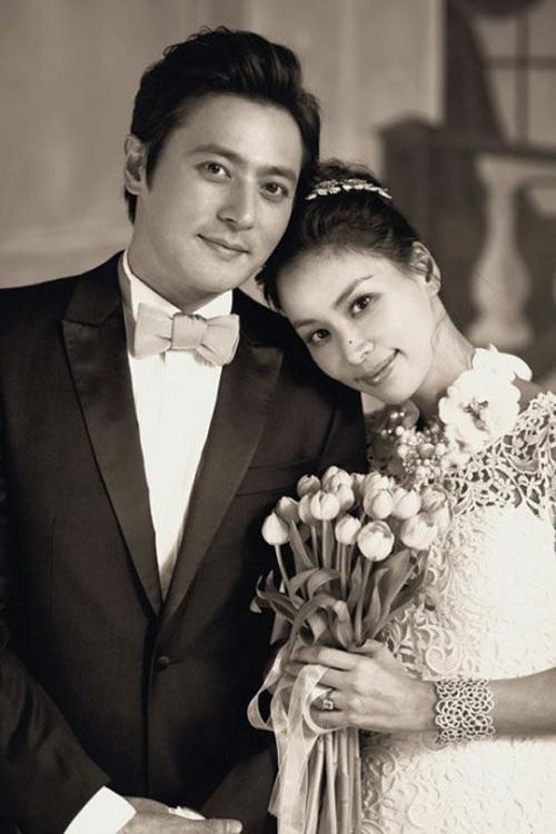 Năm 2010, anh kết hôn cùng đồng nghiệp Go So Young.