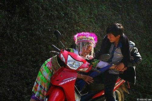 Cảnh bắt vợ ở Hà Giang vào mùa Xuân. Ảnh: Trần Việt Anh.