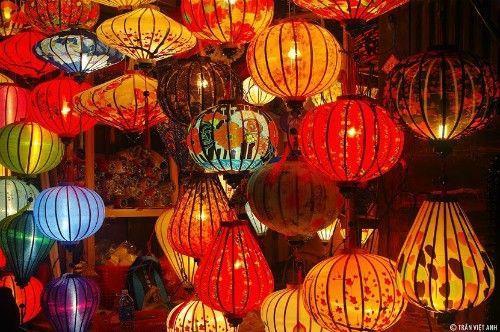 Đèn lồng ở phố cổ Hội An. Ảnh: Trần Việt Anh