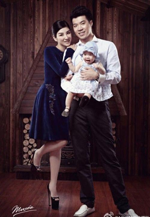 Gia đình Huỳnh Dịch thời hạnh phúc.